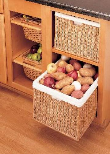 Rev-A-Shelf, 4WB-1723-52, 17-1/2 inch Rattan Basket with cloth liner